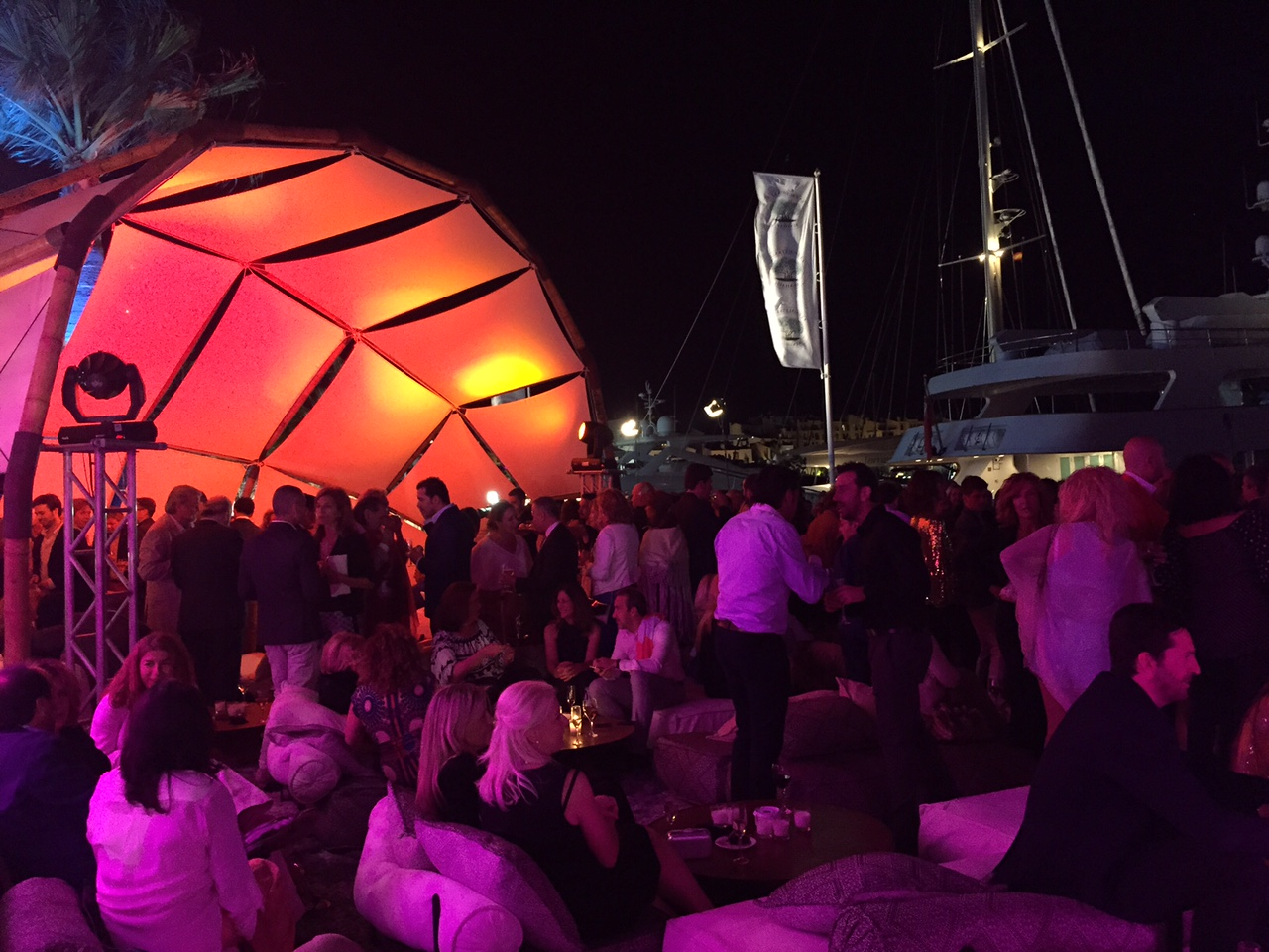Ambiente de la carpa en marbella luxury weekend