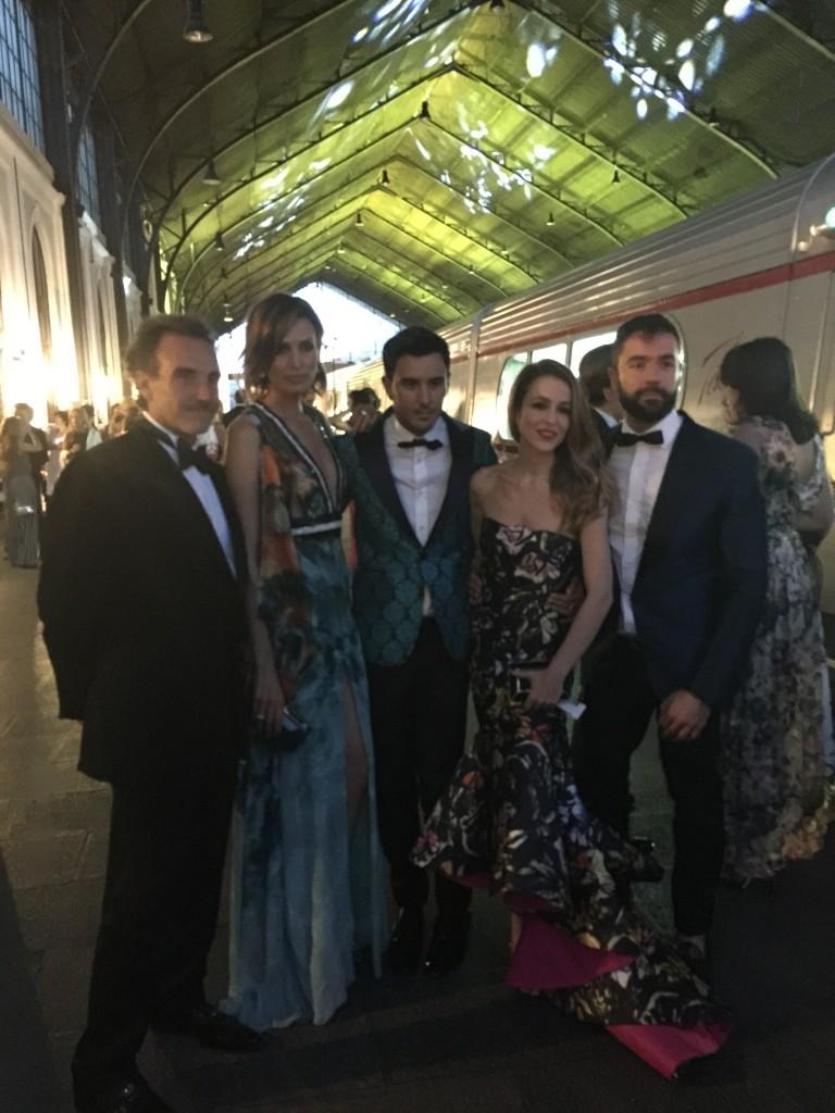 Las guapísimas Nieves Álvarez y Silvia Abascal con su estilista Victor Blanco.