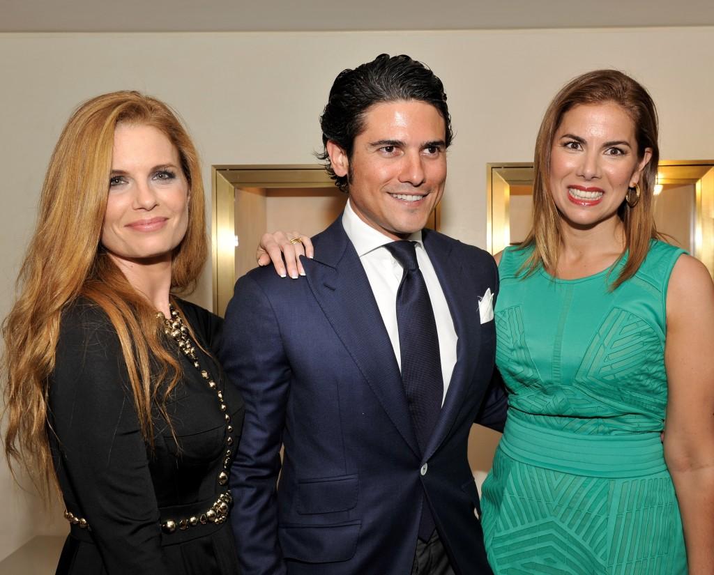 Con los anfitriones Olivia de Borbón y su marido Julián Porras
